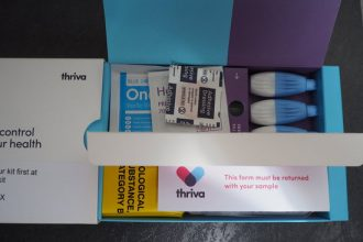 Small cardboard package containing three lancets to take blood, a plaster and instructions to use.