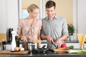 Man and woman coking together at the hop in the kitchen for therapy