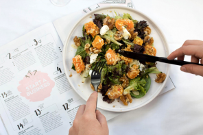Plate of healthy food on top of a calendar suggesting healthy habits can easly be formed if planned correctly