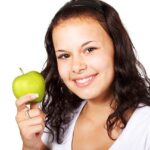 foods that can naturally whiten teeth
